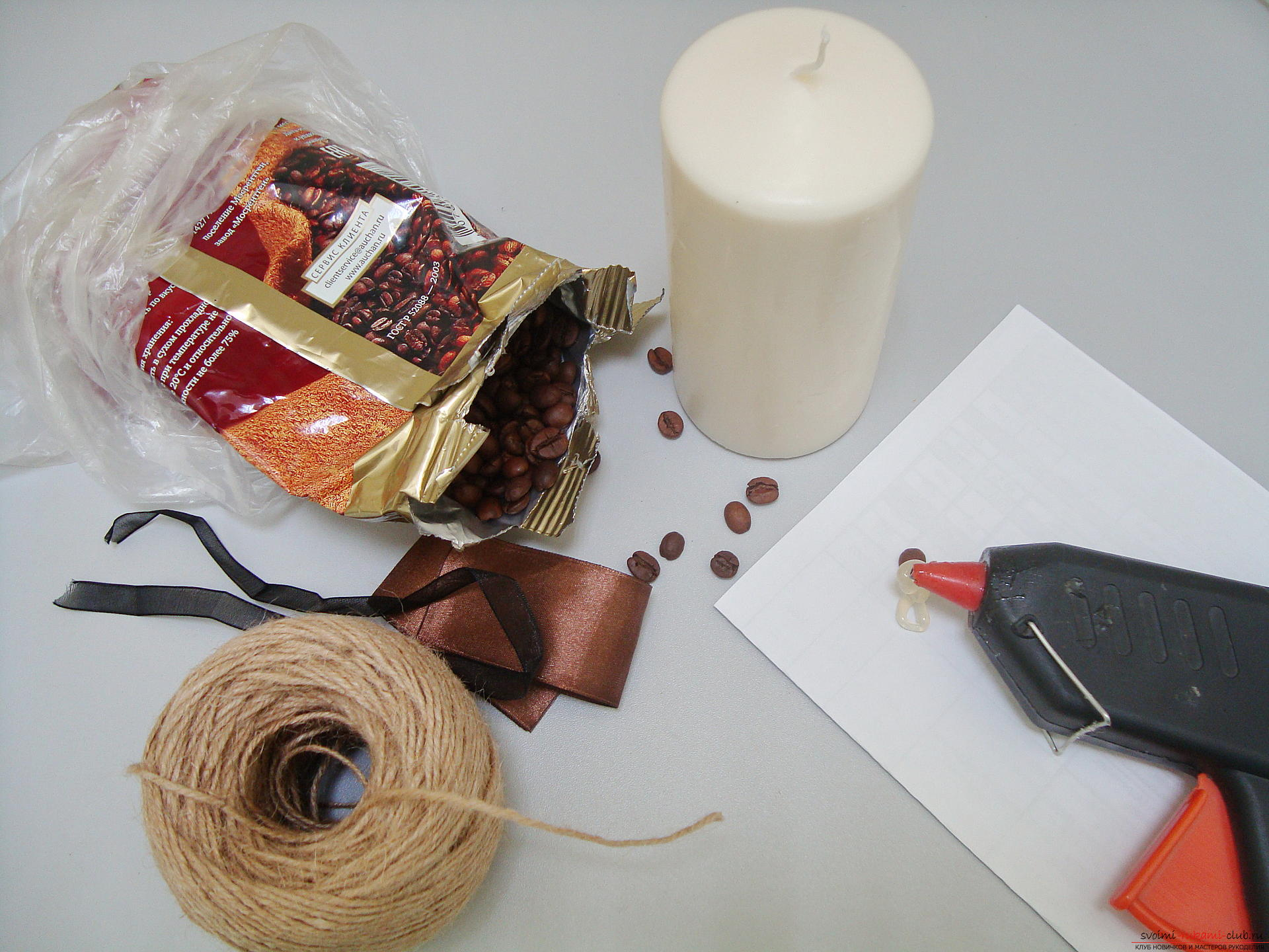 Photos to the step-by-step guide on making a decorative candle made from coffee beans. Photo # 2