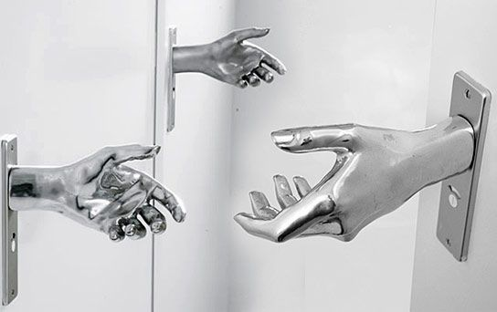 door handles in the form of a hand Naomi Thellier de Poncheville
