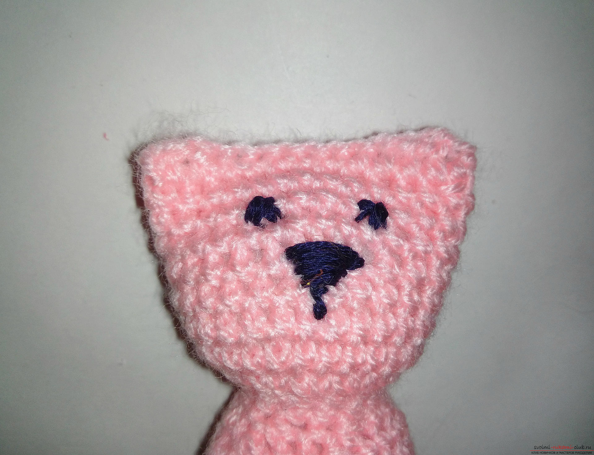 The master class will teach you how to make hand-made articles for your home decoration - crocheted kittens. Photo №8