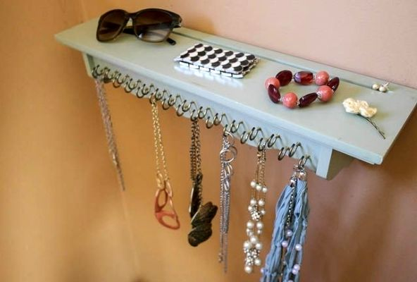 Organizer for decorations with your own hands from the shelf