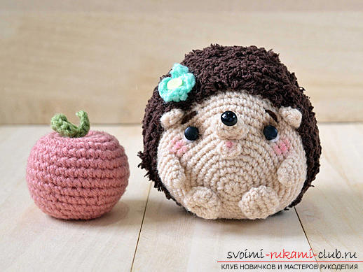 We learn to knit crocheted hedgehog with hands with detailed instructions and photos .. Photo # 12
