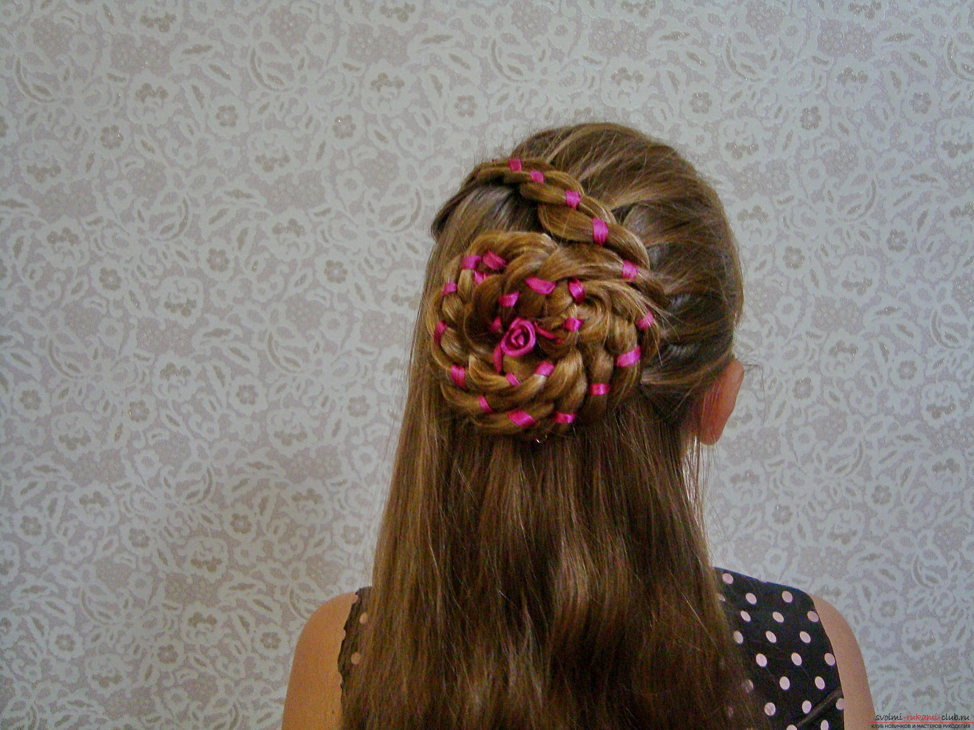 Detailed instructions with photos and videos will helpcreate a beautiful hairstyle at home. Using the master class on hairstyles, you can create an amazing image for your holiday. The braid, laid in a flower, will make a hairdress on long hair of the most beautiful .. Picture №16