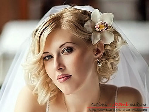 How to perform a beautiful wedding dress on medium hair with your own hands. Photo №7