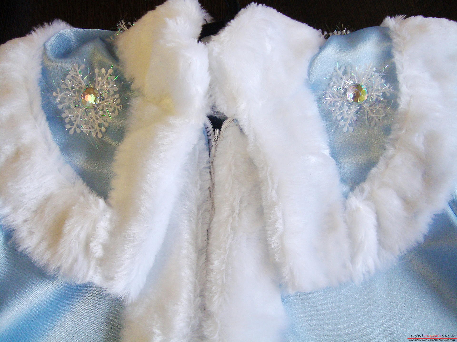 Carnival costumes for the girl's mother can sew by hand. The Snow Maiden costume will appeal to many girls .. Photo №18