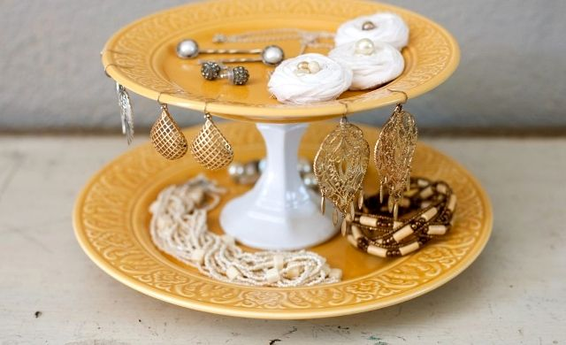 stand for decorations with your own hands from the plates