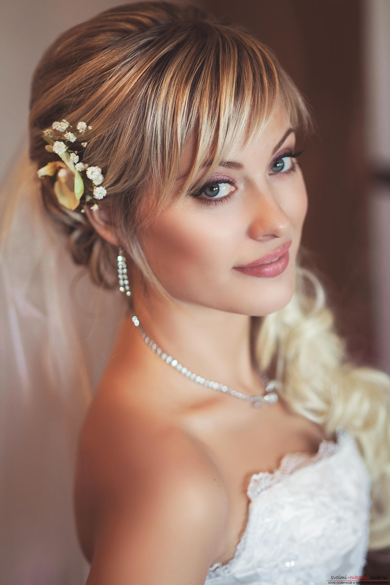 Hairstyles with bangs for the bride. Picture №3