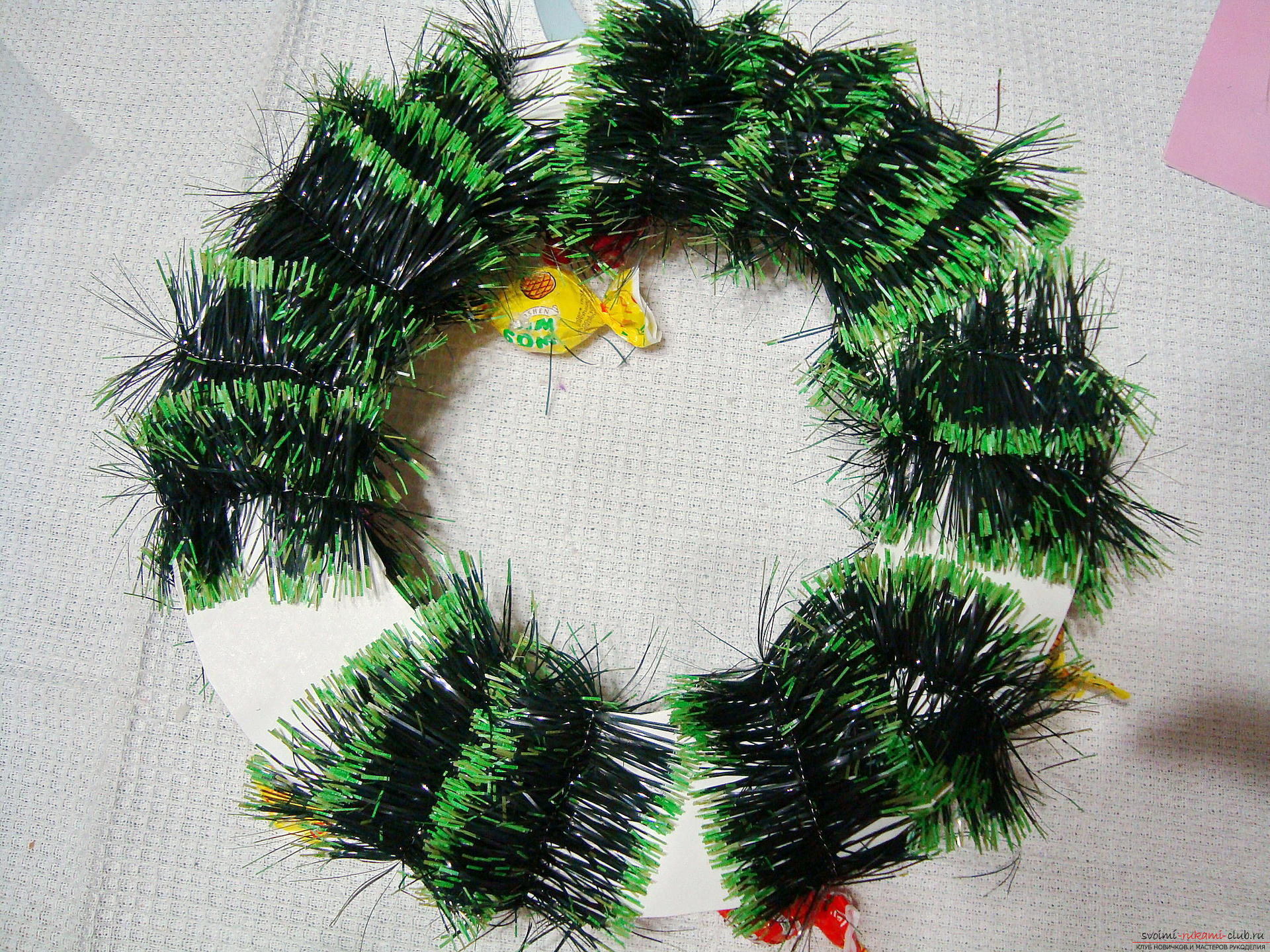 Christmas wreath, created by own hands, will bring happiness to the house for the whole New Year. Photo # 2