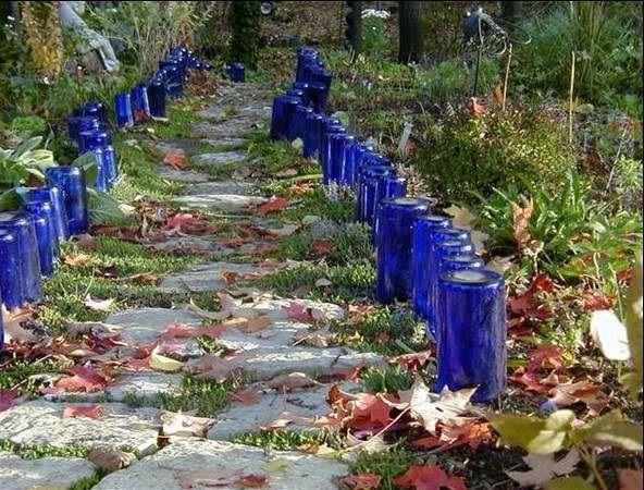 декоративна огорожа з скляних пляшок