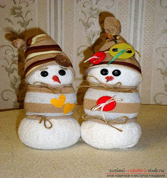 New Year toys with their own hands, making a snowman from improvised materials, free master classes to make snowmen from the sock .. Photo # 8