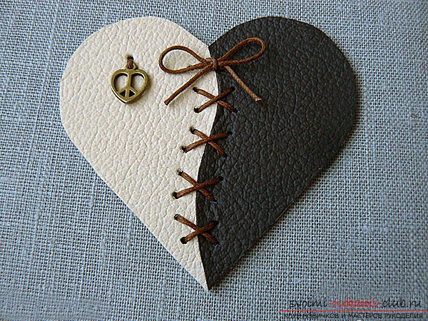 Valentine's Day gifts with your own hands, various variations of making Valentine's cards with your own hands, a magnet in the form of a heart as a gift to your beloved .. Photo №19
