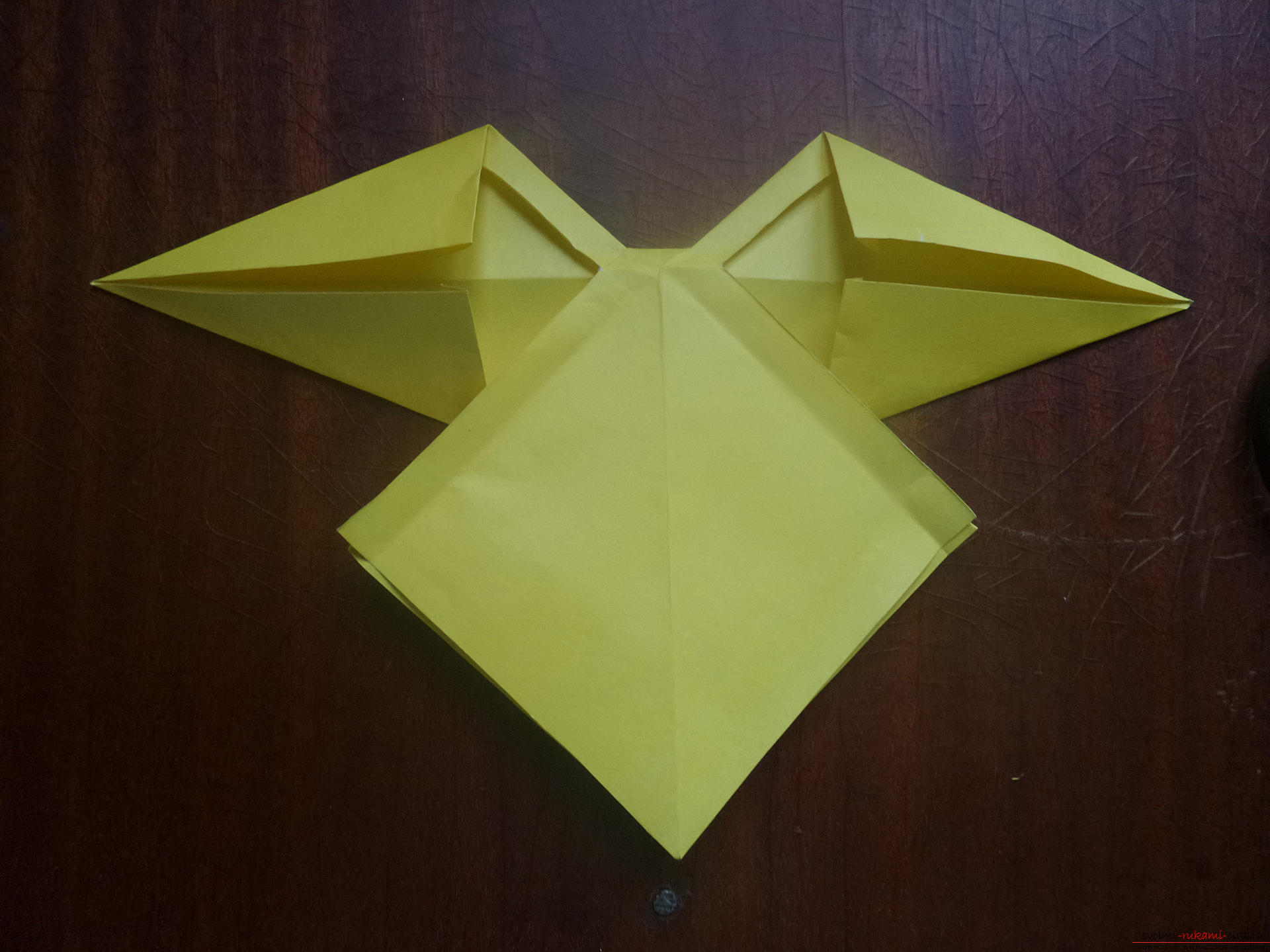 This master class is intended for those who want to learn how to do their own hands with an origami bow. Photo # 24