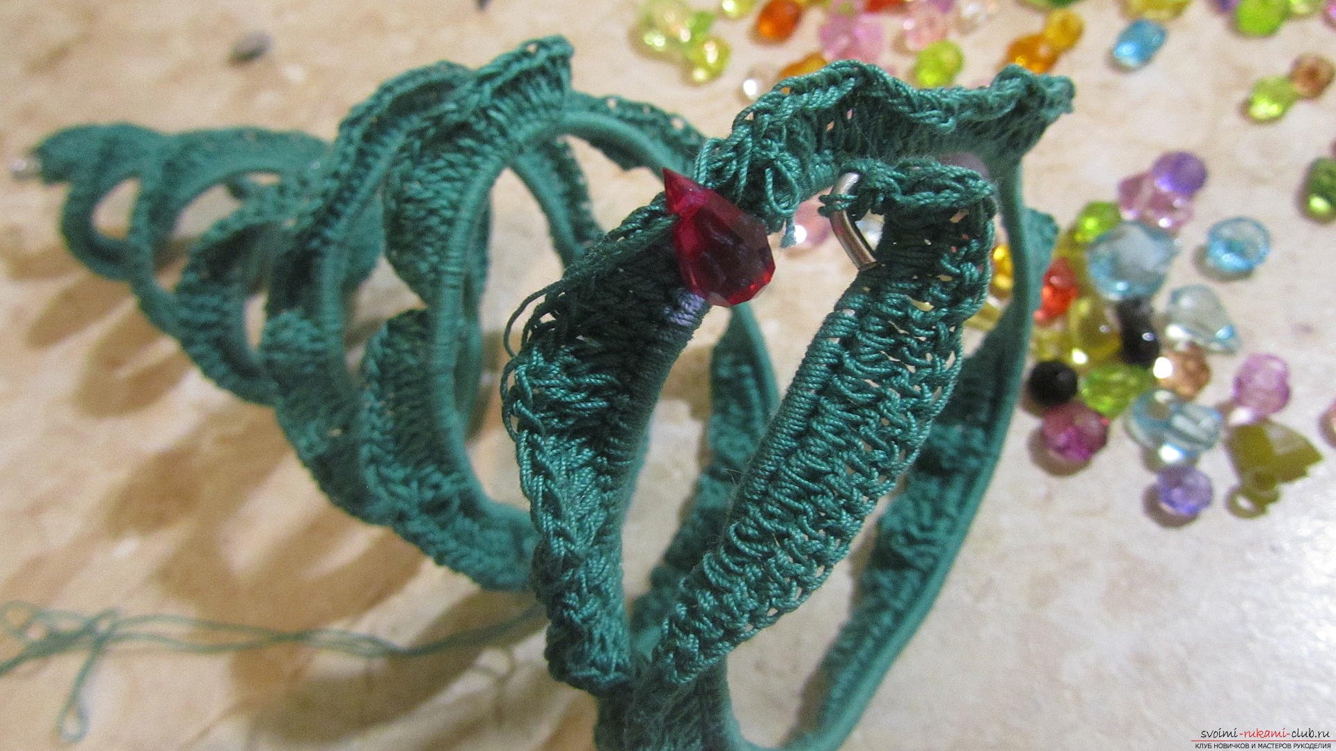 A master class with a description and a photo will tell you how to create a knitted New Year tree with your own hands. Photo number 16
