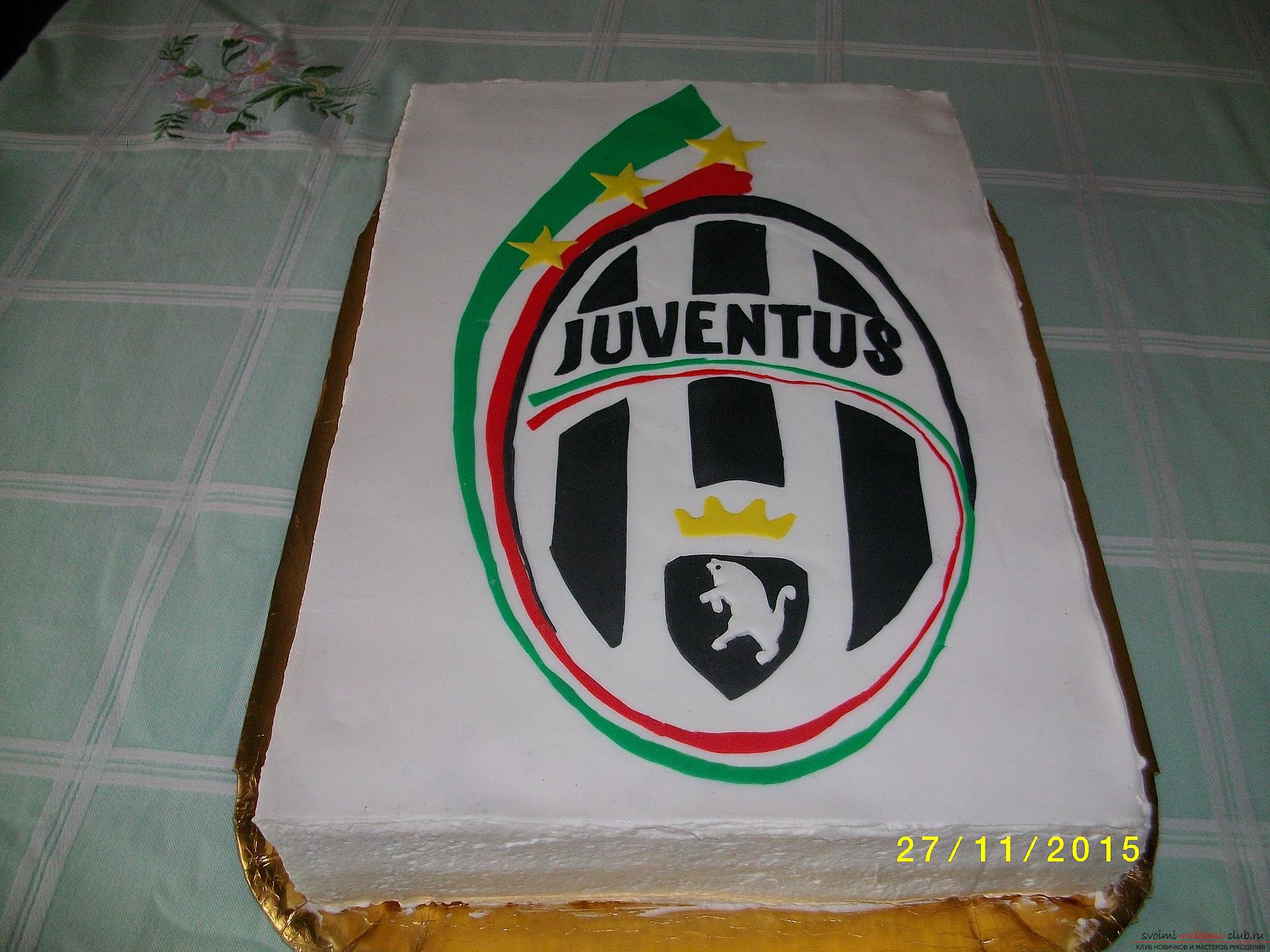 Cake made of puff pastry with the emblem of your favorite club. Photo №1
