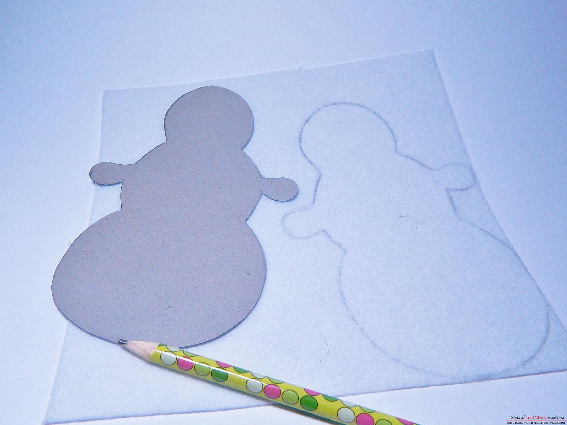 A master class with step-by-step photos will teach you how to make a snowman from felt. Picture №3