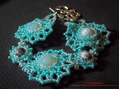 How to weave from beads, lessons with step-by-step photo creation of beautiful bracelets for beginners, tips and instructions for beading. Photo №13