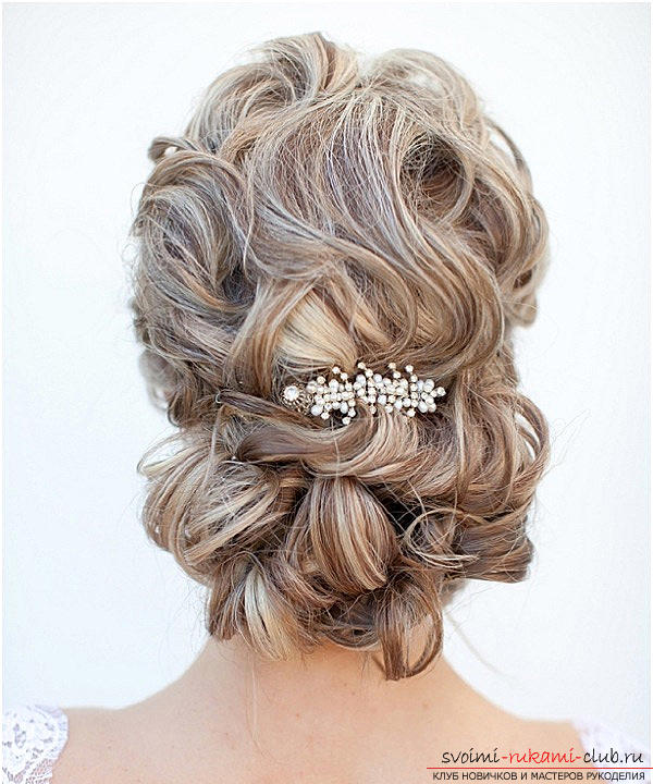 Learn how to make beautiful wedding hairstyles on medium hair with your own hands. Photo №28