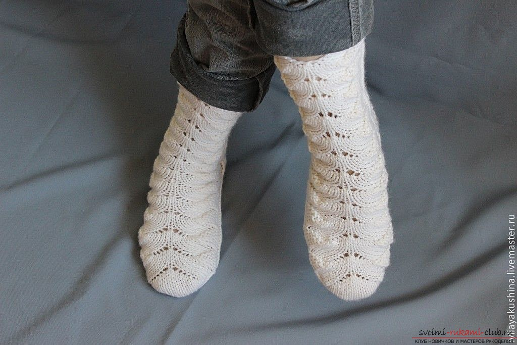 openwork socks with knitting needles. Photo №5