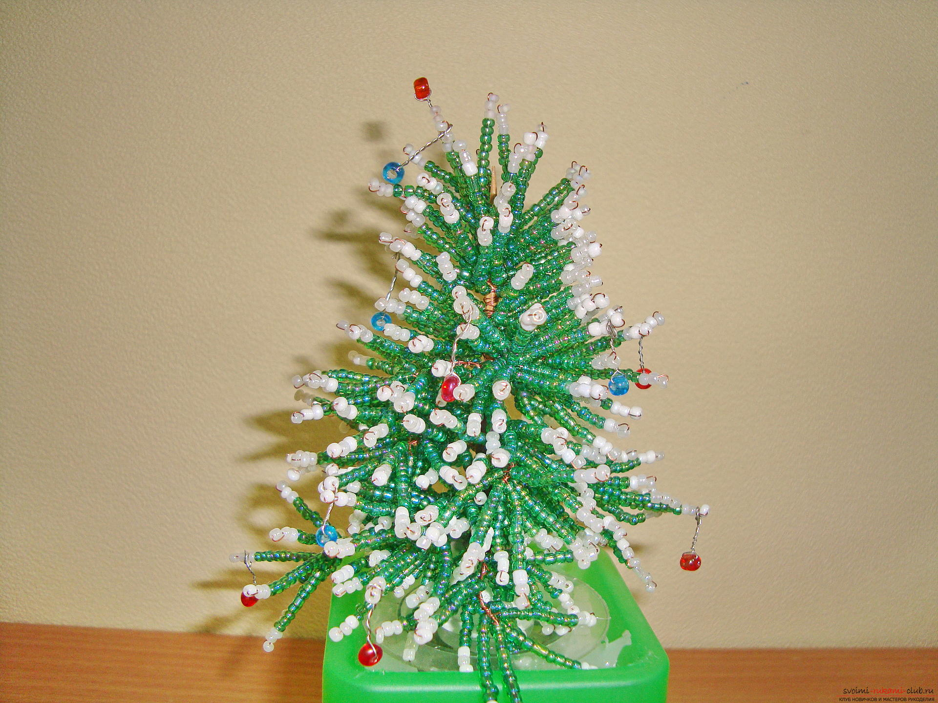 The Christmas tree should be fabulous and unusual. From this master class you will learn how to create a Christmas tree from beads .. Picture №7