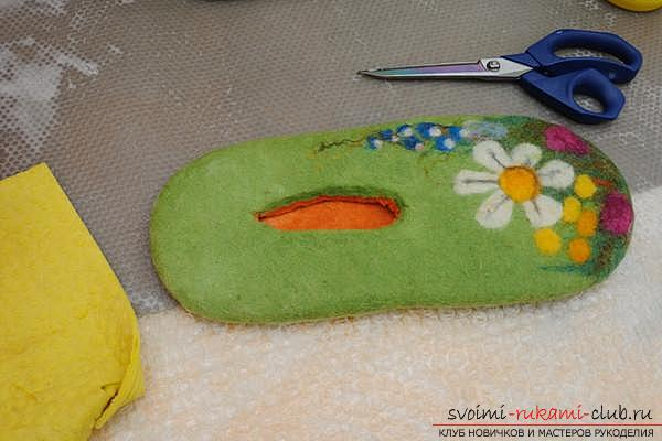 How to create your own comfortable slippers by felting. Photo number 15