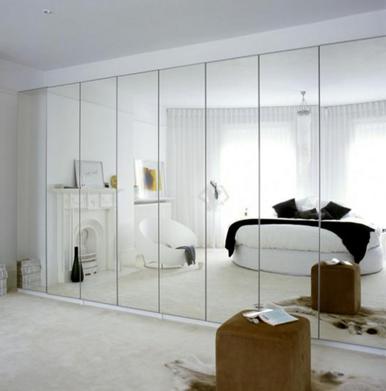 Mirror wall in the bedroom