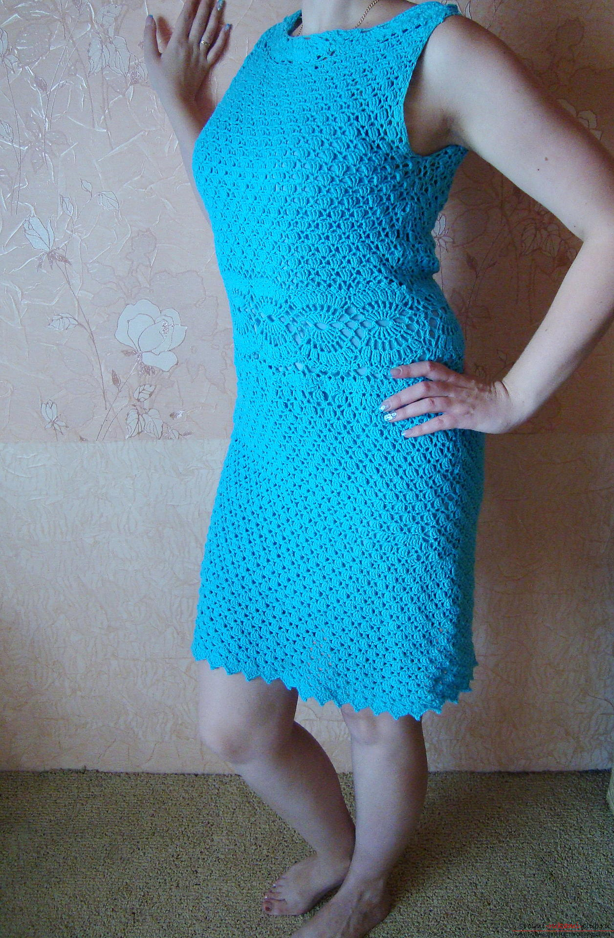 Step-by-step instruction on the binding of a turquoise dress with a crochet. Photo # 2