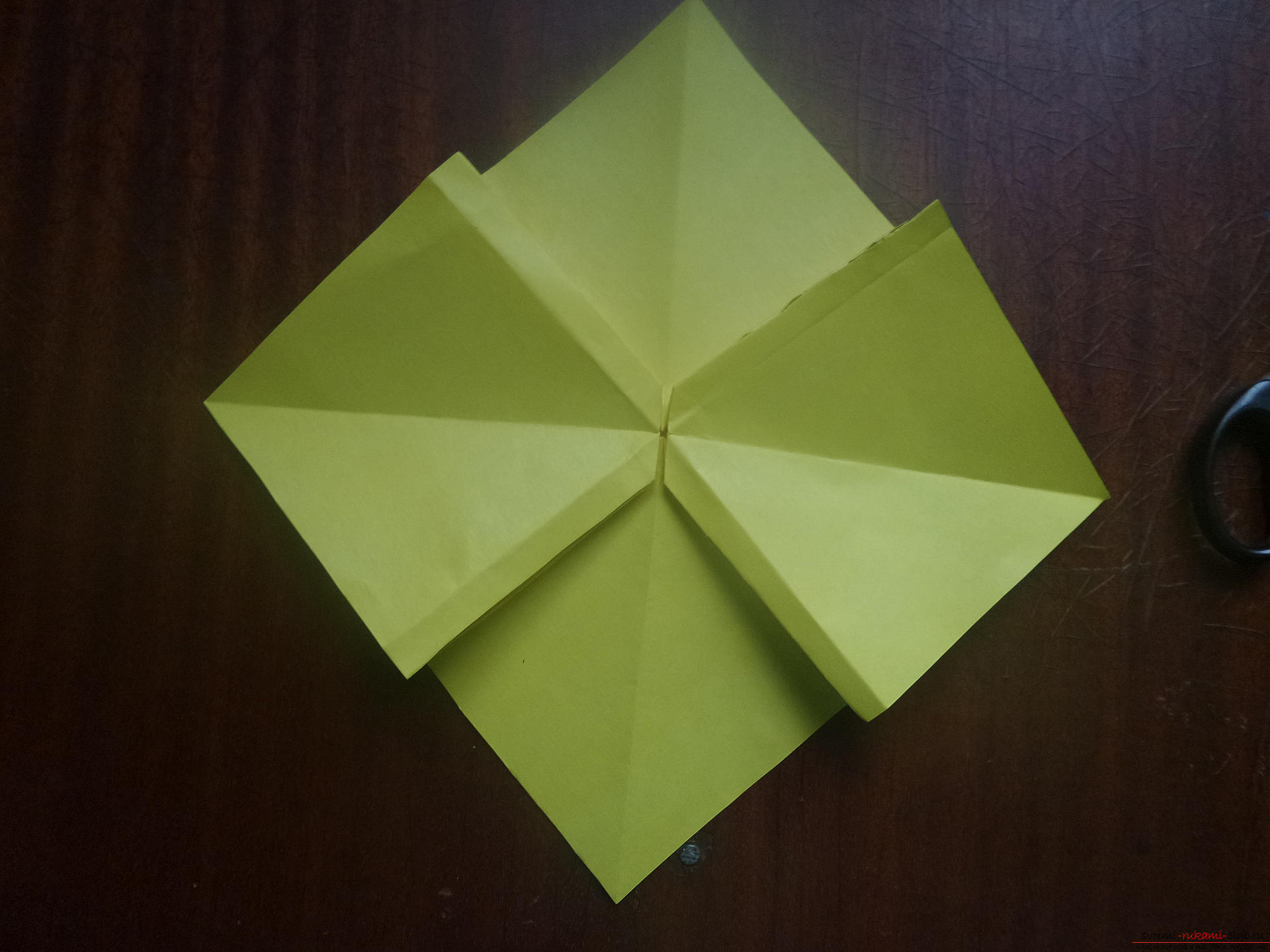 This master class is intended for those who want to learn how to do their own hands with an origami bow. Photo Number 21