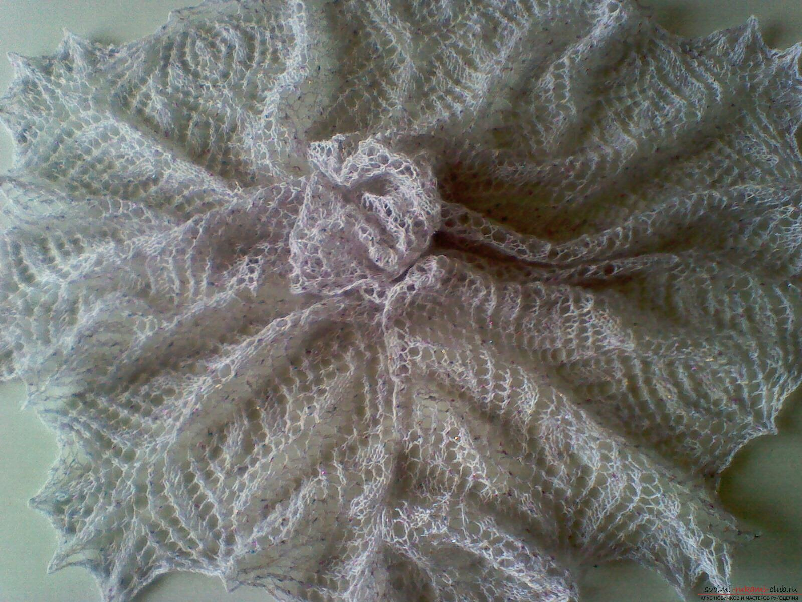 Description knitting the openwork white shawls with knitting needles. Photo №7