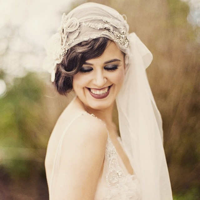 Hairstyles with veil for long hair. Photo number 12
