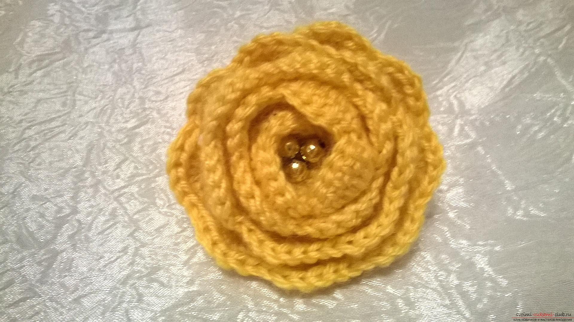 The master class will teach you how to make your own hair elastic band with a crocheted flower. Photo №1
