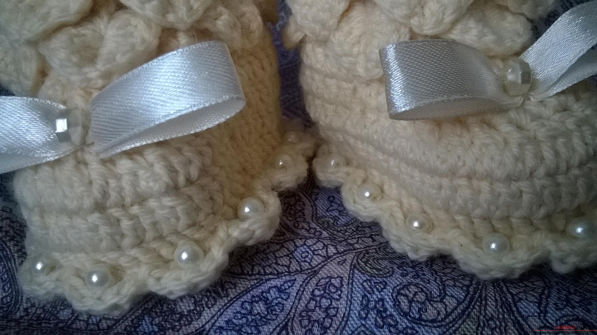 This master class with a description, diagram and video will teach how to knit booties crocheted .. Photo # 36
