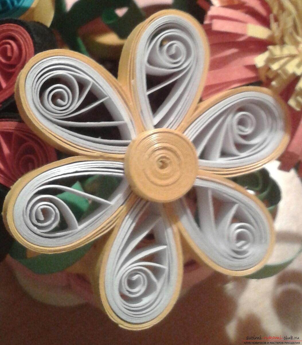 This detailed master-class of quilling colors will tell you how to make your own hands a bouquet in the basket .. Photo # 21