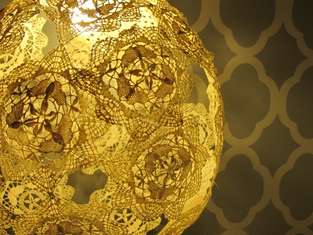 Do-it-yourself round lace napkin lamp