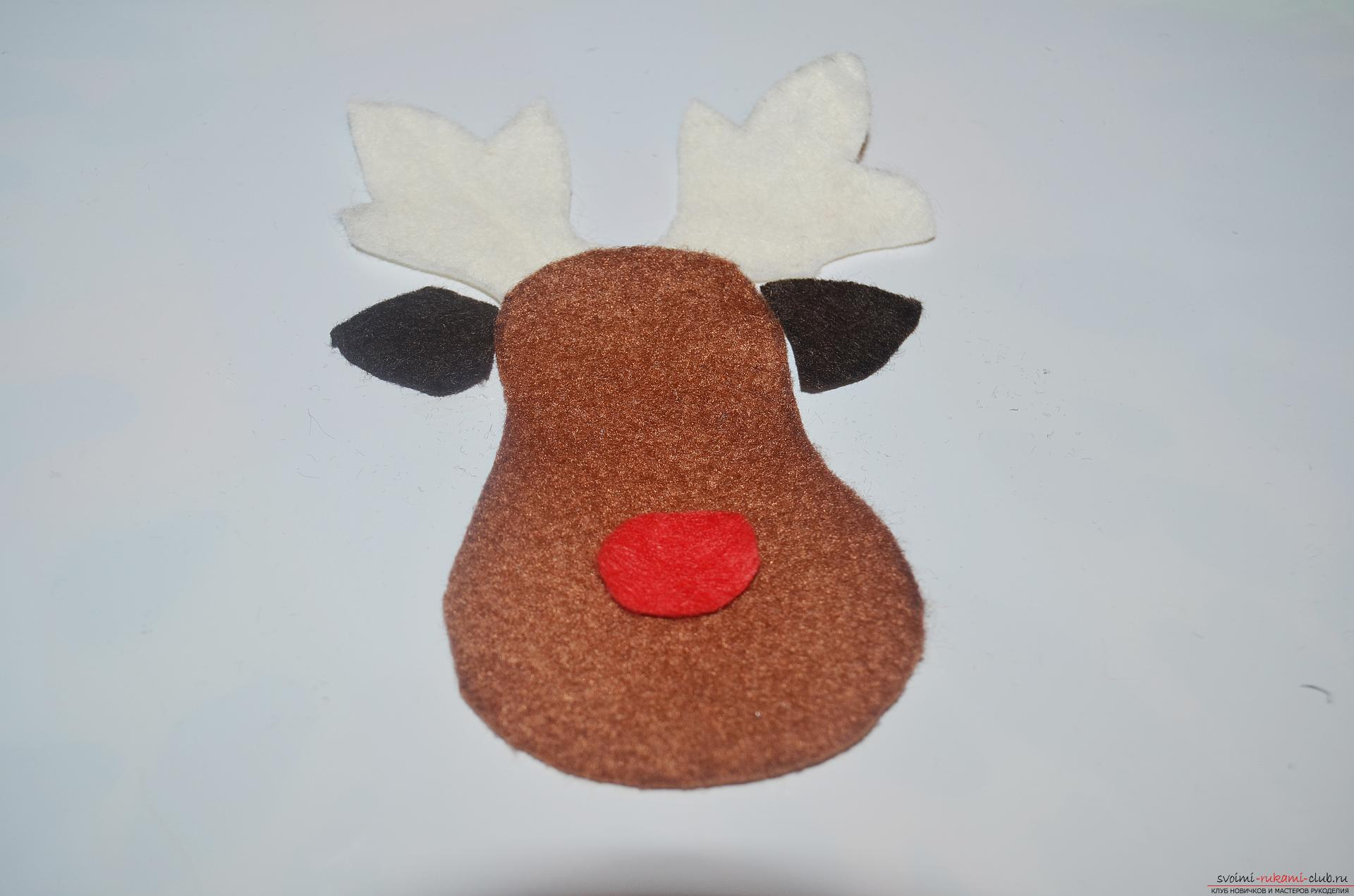 In the New Year 2016 you need to decorate the Christmas tree with a special New Year toy, such as a Christmas boot. New Year's hand-made articles are made of simple felt. Photo # 5