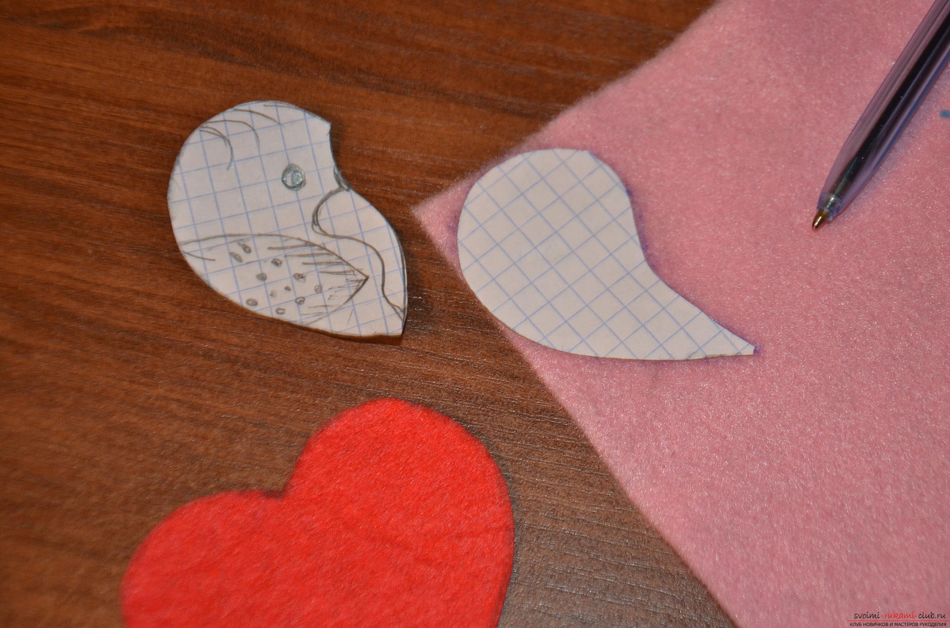 This master class Valentine will teach you how to make your own heart with bullfinches made of felt .. Photo # 5