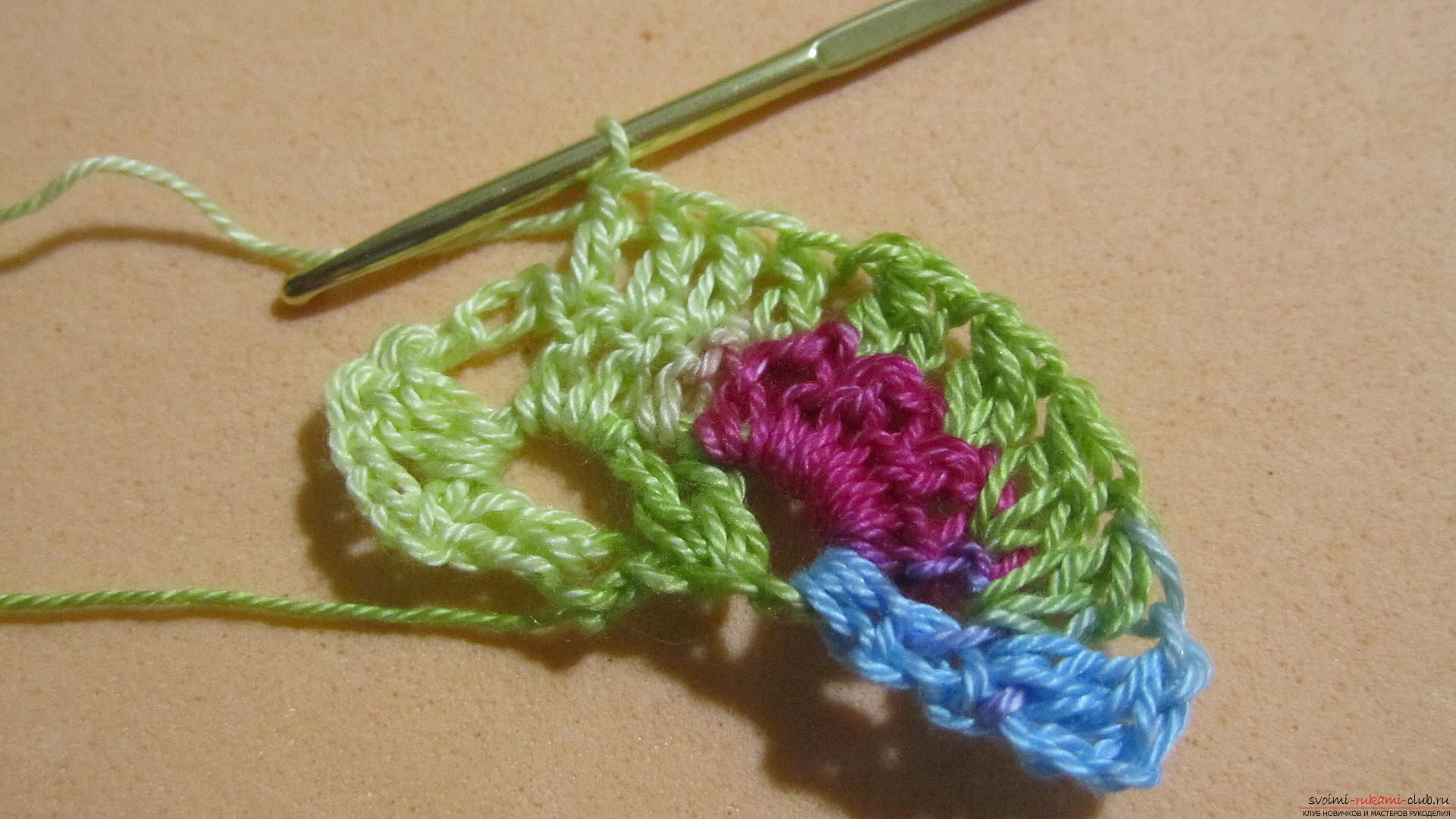 This master class with a pattern and description of crochet will teach you how to knit lace with hearts .. Photo # 16
