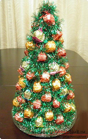 New Year tree with their own hands, a Christmas tree made of fabric, how to make a Christmas tree with their own hands, a Christmas tree made of candy, master classes on making Christmas trees. Photo # 30