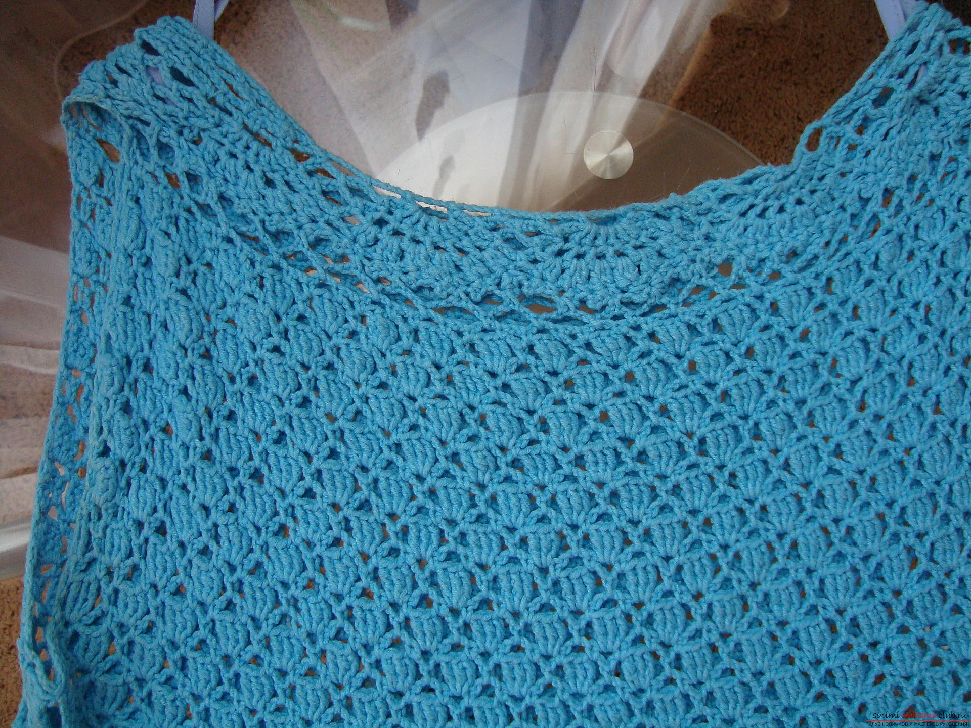 Step-by-step instruction on the binding of a turquoise dress with a crochet. Photo Number 11