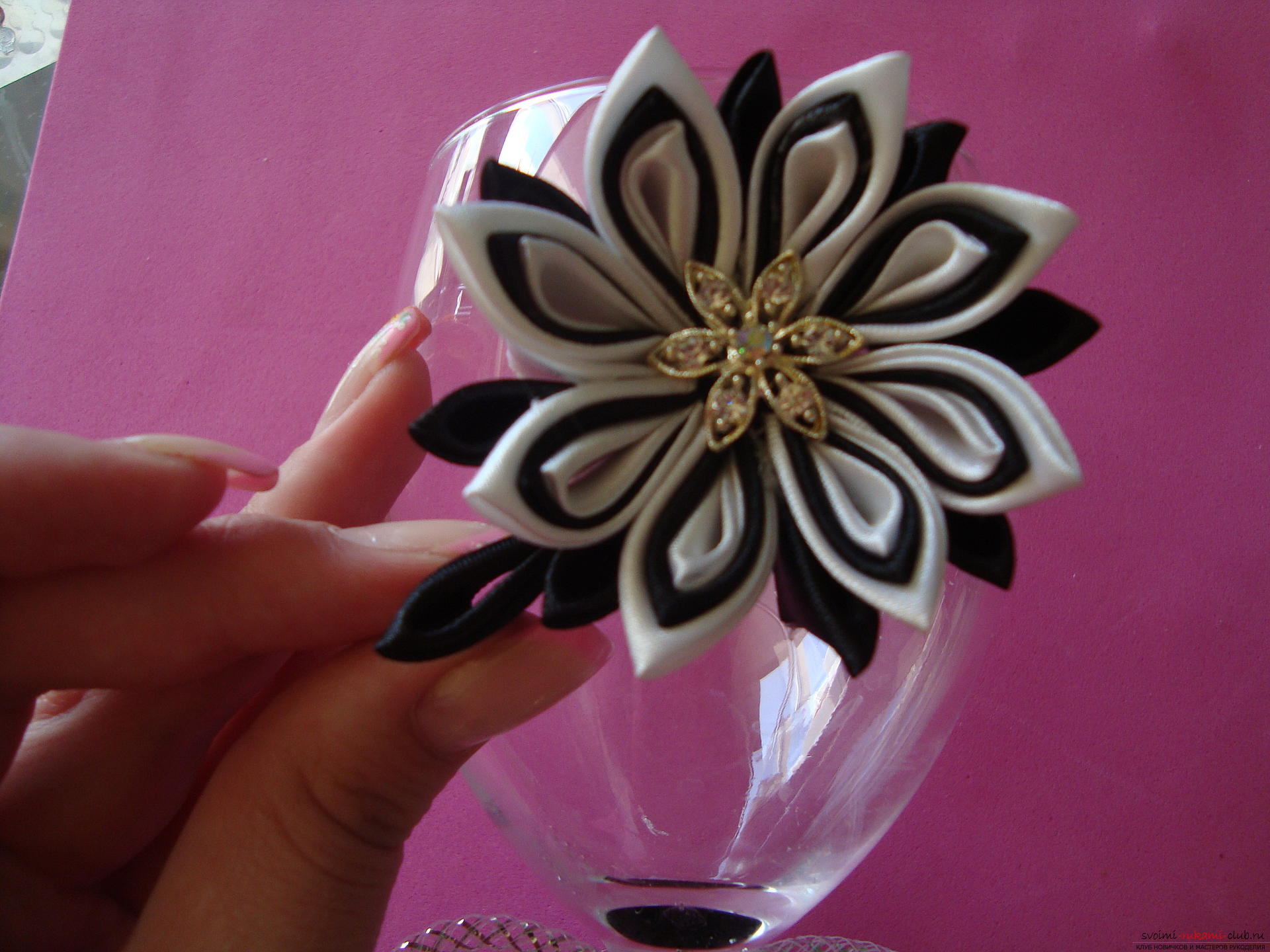 Step-by-step instruction on decorating a wedding glass with a description and a photo. Photo №29