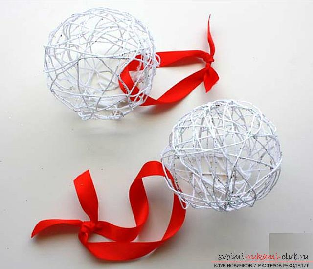 How to make Christmas balls from threads, step-by-step photos and a detailed description of creating balls of thread, using glue and balloons. Photo №6