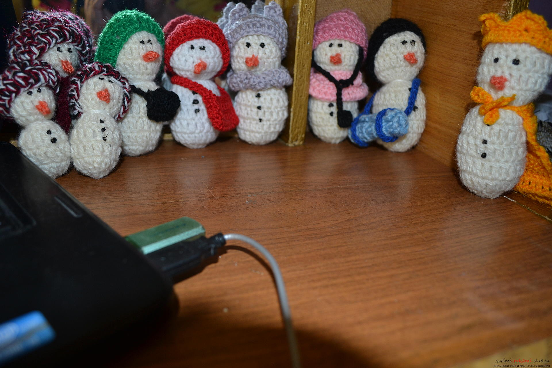 A master class with a photo and description will teach the crocheting of a snowman, which will be understandable for beginners. Photo №1