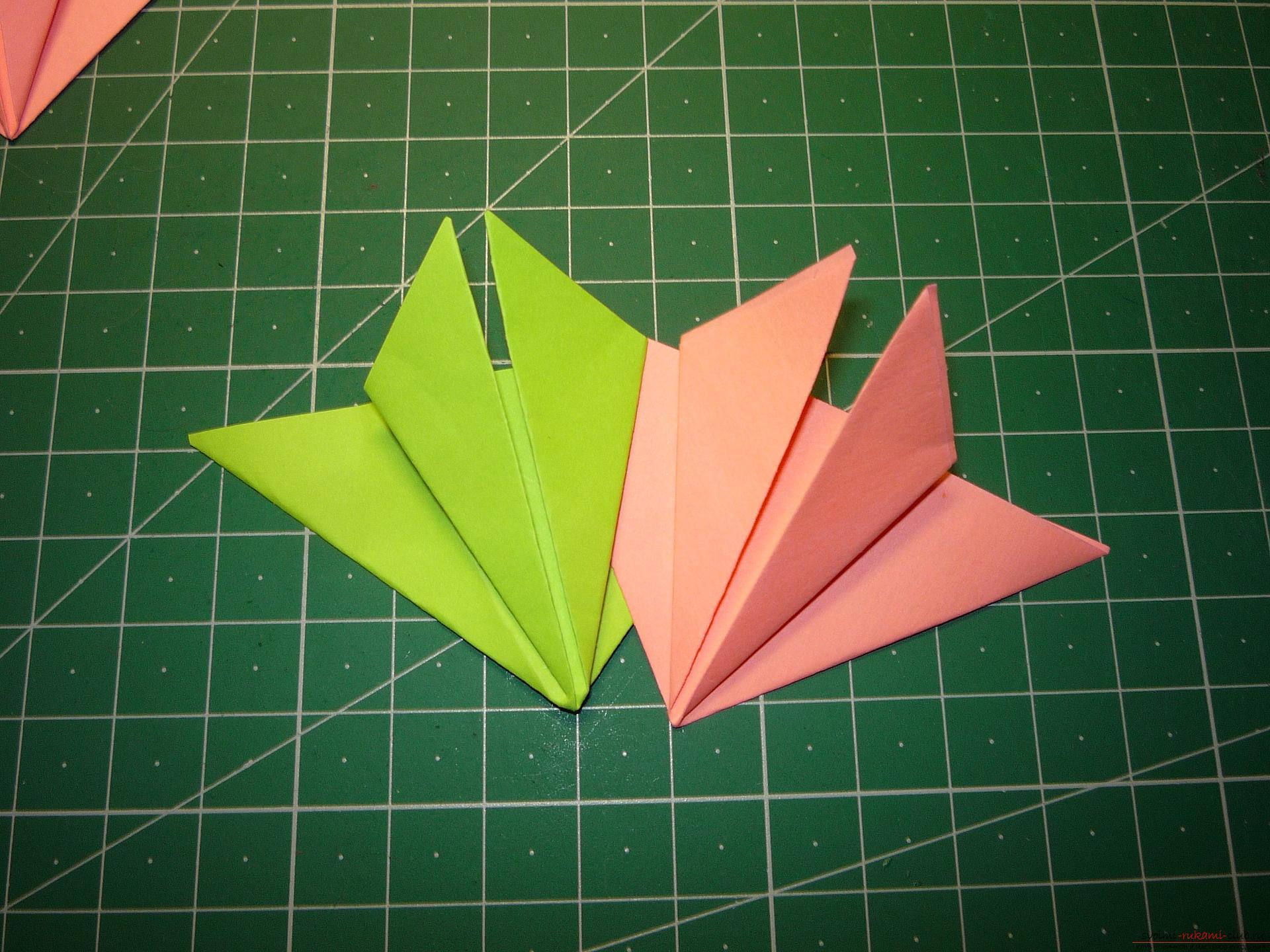 Майсторският клас ще ви каже как да направите модулна звезда от оригами от хартия със собствените си ръце. Снимка №8