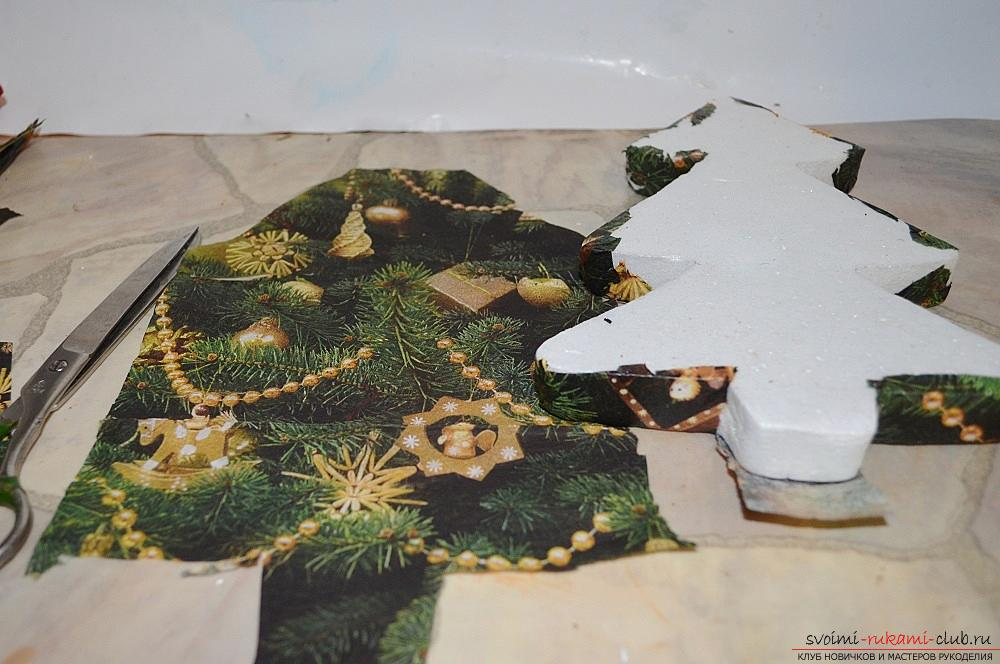 The master class will teach you how to make a Christmas decoration - a Christmas tree - in the technique of decoupage. Photo №7
