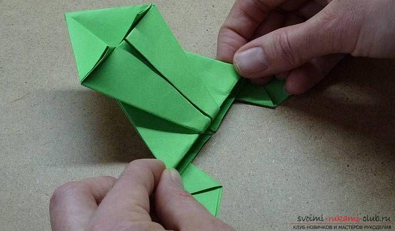 A simple frog lesson with your own hands for origami technique - how to make a frog ?. Picture №3