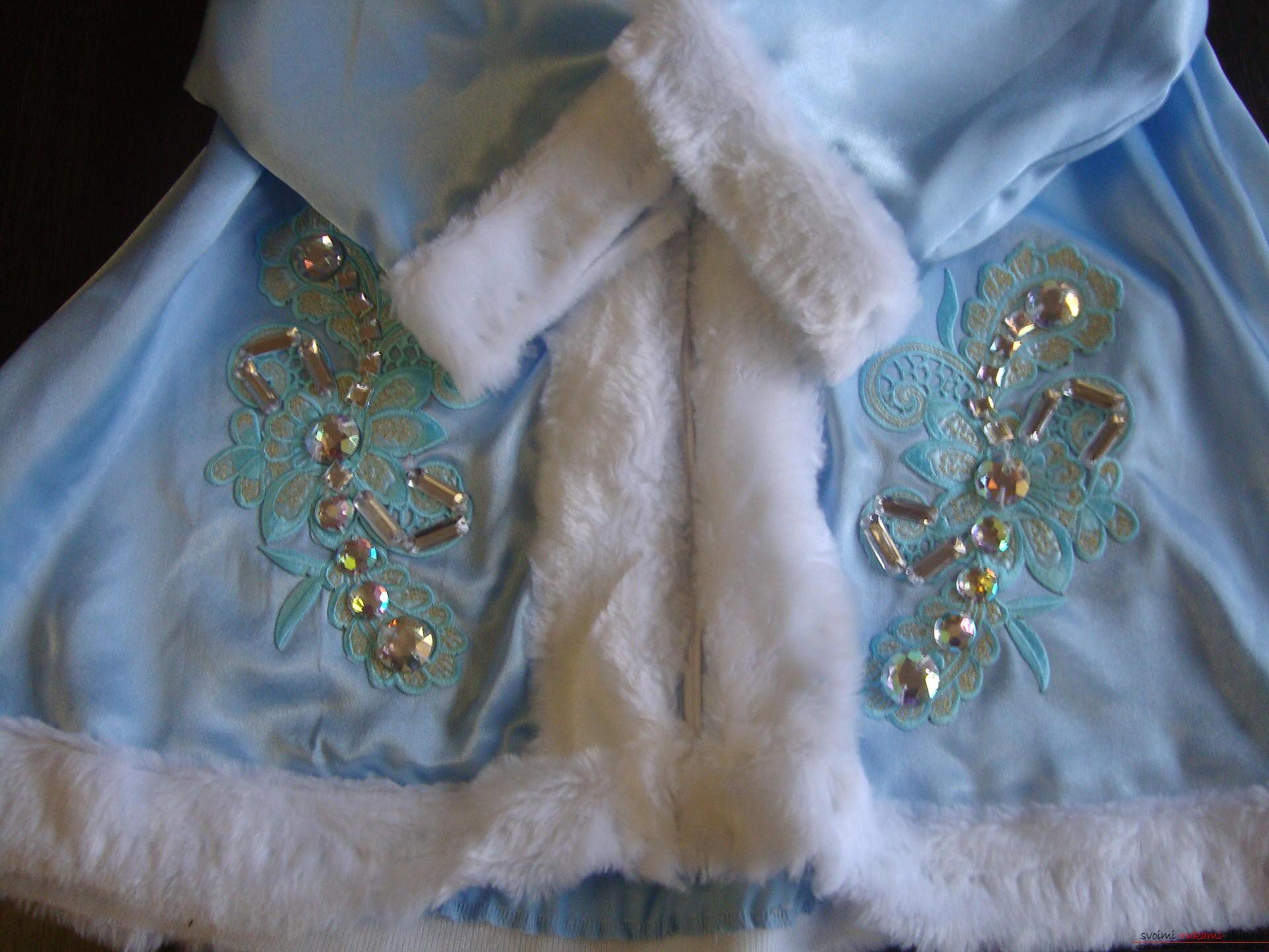 Карнавальні костюми для дівчинки мама може зшити своїми руками. Костюм Снігуронька сподобається багатьом дівчаткам .. Фото №7