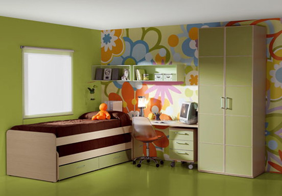 The combination of different wallpapers in green interiors