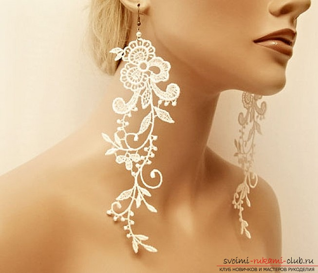 How to use a piece of lace and glue PVA to make gentle and romantic earrings, which will fit well into the evening room. Photo №1