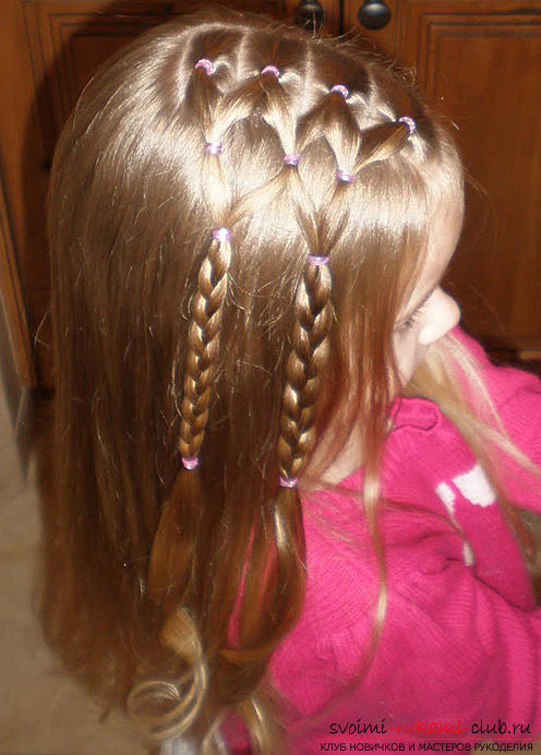 Step-by-step execution of hairstyles for girls of early and adolescence. Photo №4