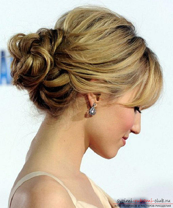 Learn how to make beautiful wedding hairstyles on medium hair with your own hands. Photo number 17