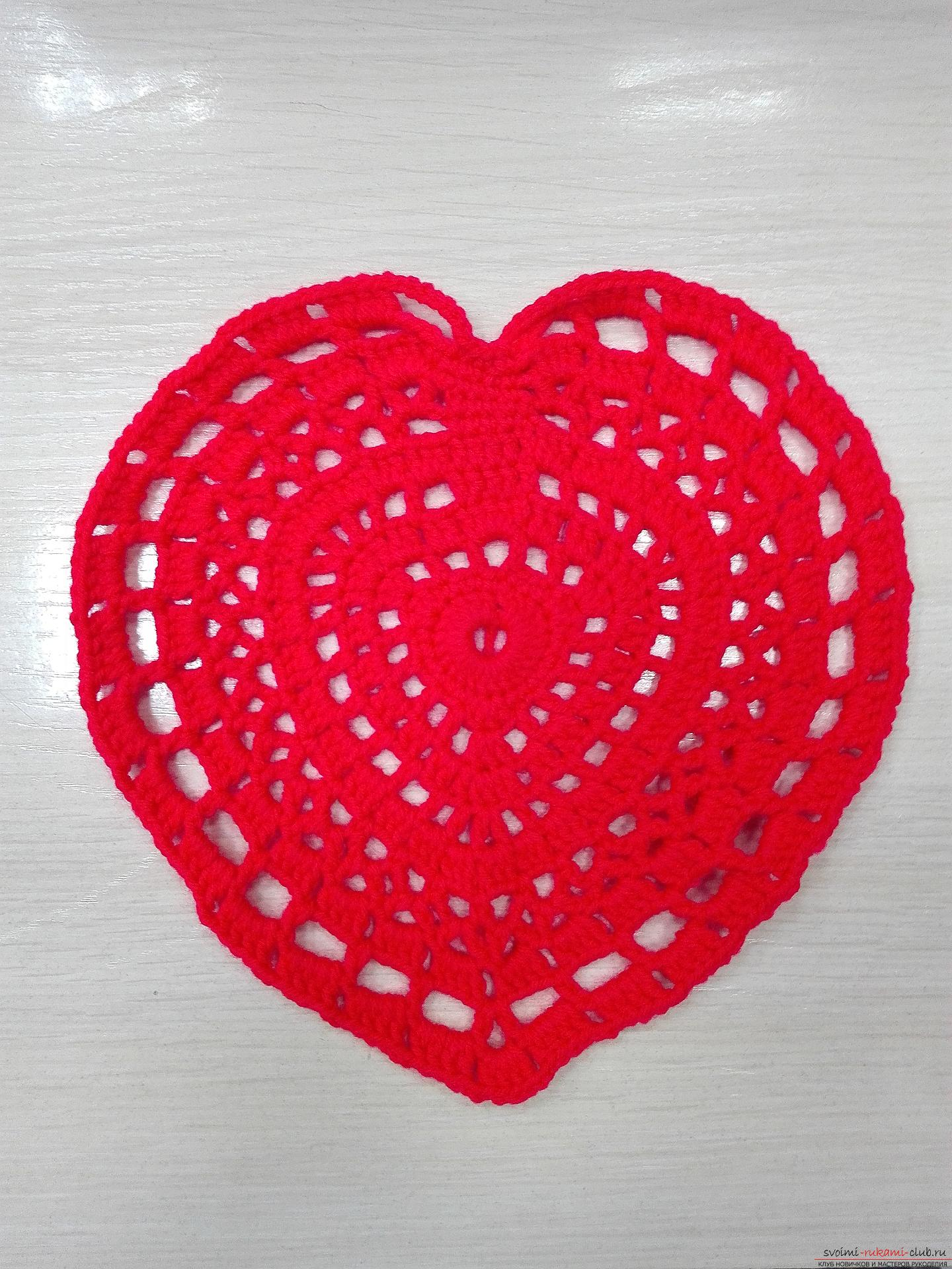 This master class will teach you how to crochet a napkin in the form of a heart for Valentine's Day. Photo №1