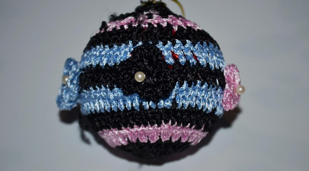 Knitted Ball On The Christmas Tree Crochet